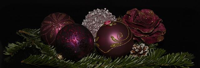 christmas-balls-1830358_640